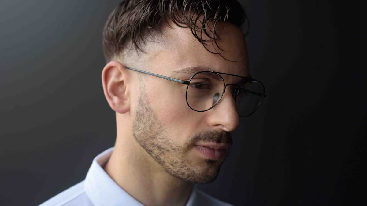 Model mit M13 Brille Lunor Doppelsteg